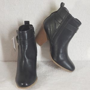 Time and Tru Women Black Buckle Ankle Boots, 7.5